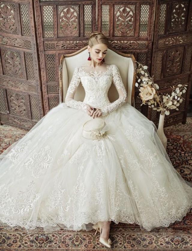 5ac8259566247 ゼクシィの調査によると、ウェディングドレスをレンタルもしくは購入したところ、平均費用は43万5千円!